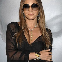 JLo in dVb sunglasses