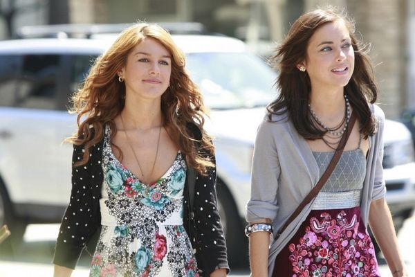 90210 cast dating real life Who is shenae grimes dating who is shenae grimes's boyfriend who is shenae grimes's husband is shenae grimes single who is shenae grimes married to.