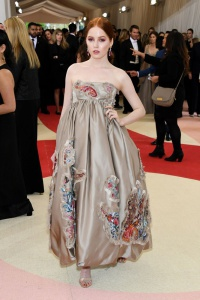 Ellie Bamber in Giles