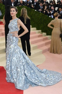 Allison Williams in Peter Pilotto