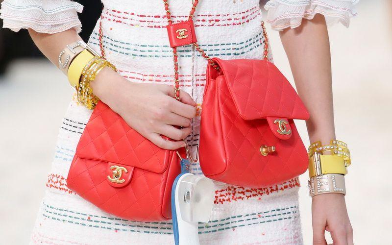 b1ac8693bfd0 Да, речь, конечно, о сумках. И в сезоне весна-лето 2019 дизайнеры  постарались: среди модных трендов есть и практичные, и красивые, и удобные,  и эффектные…
