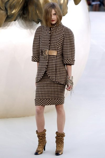 http://citylook.by/wp-content/uploads/2013/08/Chanel-FW-2010-2011.jpg