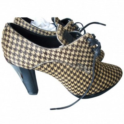 http://citylook.by/wp-content/uploads/2013/08/Prada-Beige-And-Brown-Houndstooth-Horse-Hide-Boots.jpg